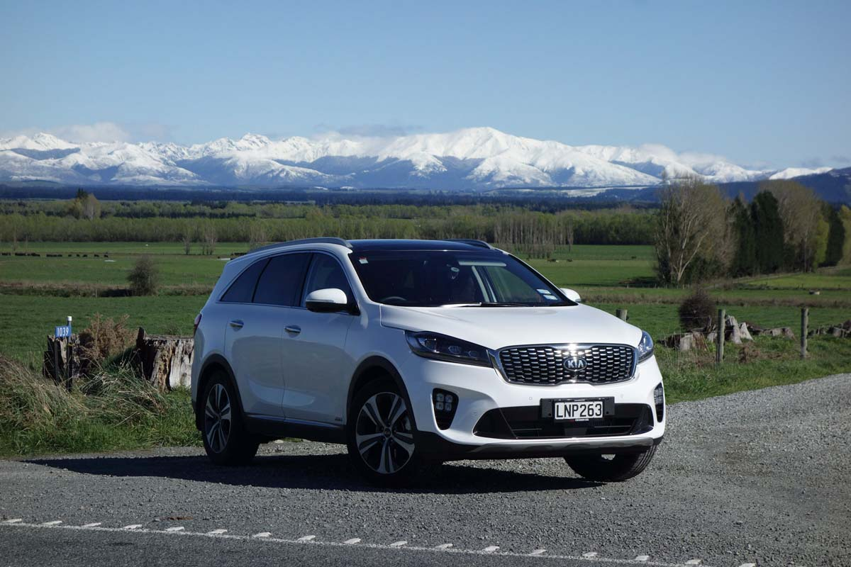 The 2018 Kia Sorento Premium in white in front of mountains